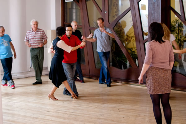 Sampling the atmosphere in our London tango group classes